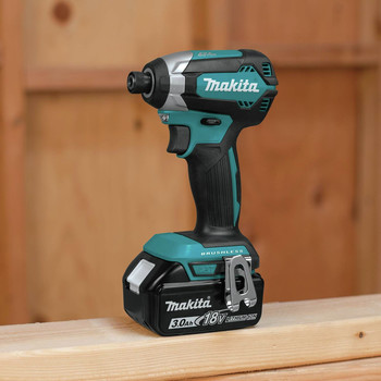 Factory Reconditioned Makita XDT131-R 18V LXT 3.0 Ah Cordless Lithium-Ion Brushless Impact Driver Kit image number 3