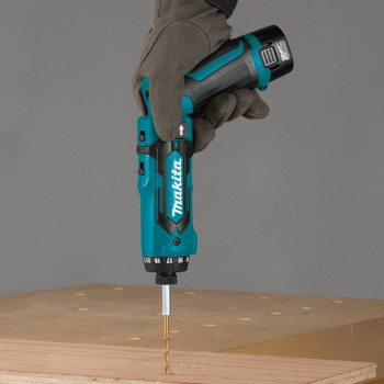 Makita DF012DSE 7.2V Lithium-Ion 1/4 in. Cordless Hex Drill Driver Kit with Auto-Stop Clutch (1.5 Ah) image number 5