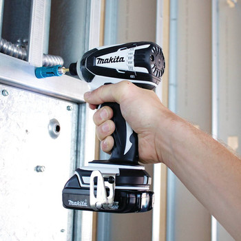 Factory Reconditioned Makita XDT04RW-R 18V LXT 2.0 Ah Cordless Lithium-Ion 1/4 in. Impact Driver Kit image number 4