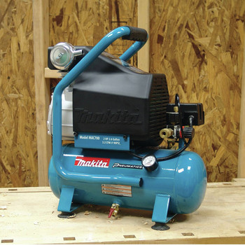 Factory Reconditioned Makita MAC700-R 2.0 HP 2.6 Gallon Oil-Lube Air Compressor image number 11