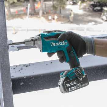 Makita XSF03T 18V LXT 5.0 Ah Lithium-Ion Brushless Cordless Drywall Screwdriver Kit image number 4