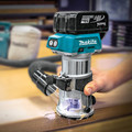 Factory Reconditioned Makita XTR01T7-R 18V LXT Lithium-Ion 1/4 in. Cordless Compact Router Kit (5 Ah) image number 4