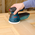 Factory Reconditioned Bosch ROS20VSC-RT 5 in.  VS Palm Random Orbit Sander Kit with Canvas Carrying Bag image number 9