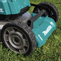 Makita XML08PT1 18V X2 (36V) LXT Lithium-Ion Brushless Cordless 21 in. Self-Propelled Commercial Lawn Mower Kit with 4 Batteries (5.0Ah) image number 15