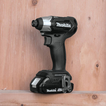 Makita XDT15R1B 18V LXT 2.0 Ah Lithium-Ion Sub-Compact Brushless Cordless Impact Driver Kit image number 2