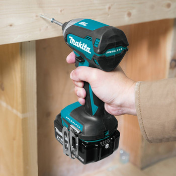 Makita XDT131 18V LXT 3.0 Ah Cordless Lithium-Ion Brushless Impact Driver Kit image number 4