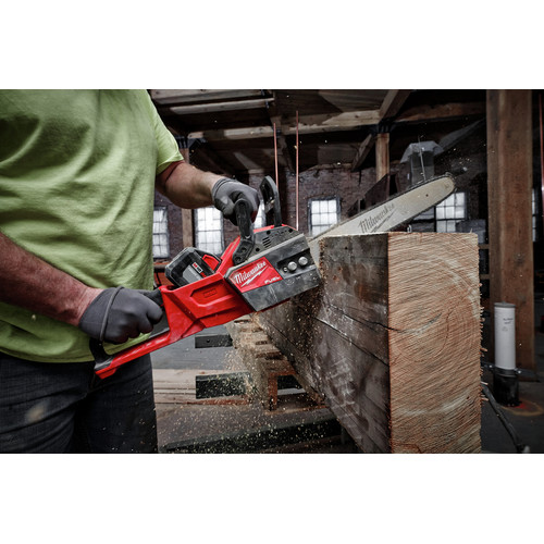 Milwaukee 2727-21HD M18 FUEL 16 in. Chainsaw Kit image number 10