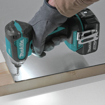 Factory Reconditioned Makita XDT131-R 18V LXT 3.0 Ah Cordless Lithium-Ion Brushless Impact Driver Kit image number 5