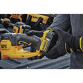 Dewalt DCHT820P1 20V MAX 5.0 Ah Cordless Lithium-Ion 22 in. Hedge Trimmer image number 6