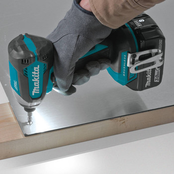 Makita XDT131 18V LXT 3.0 Ah Cordless Lithium-Ion Brushless Impact Driver Kit image number 5