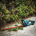 Makita XHU02M1 18V LXT 4.0 Ah Cordless Lithium-Ion 22 in. Hedge Trimmer Kit image number 2