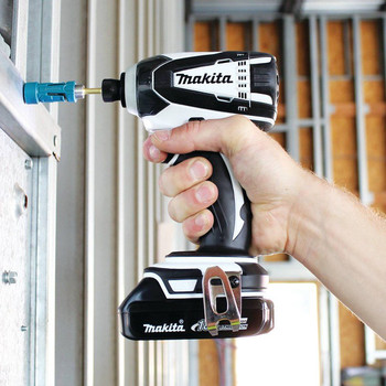 Factory Reconditioned Makita XDT04CW-R 18V 1.5 Ah Cordless Lithium-Ion 1/4 in. Hex Compact Impact Driver Kit image number 2