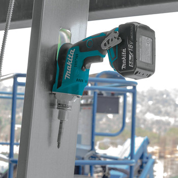 Makita XSF03T 18V LXT 5.0 Ah Lithium-Ion Brushless Cordless Drywall Screwdriver Kit image number 7