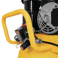 Dewalt DXCM251 25 Gallon 200 PSI Portable Vertical Electric Air Compressor image number 9