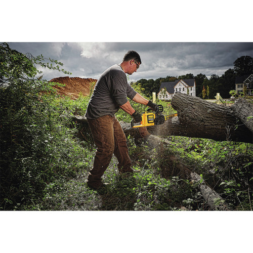 Dewalt DCCS670X1 60V 3.0 Ah FLEXVOLT Cordless Lithium-Ion Brushless 16 in. Chainsaw image number 3