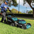 Makita XML08PT1 18V X2 (36V) LXT Lithium-Ion Brushless Cordless 21 in. Self-Propelled Commercial Lawn Mower Kit with 4 Batteries (5.0Ah) image number 21
