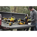Dewalt DCHT820P1 20V MAX 5.0 Ah Cordless Lithium-Ion 22 in. Hedge Trimmer image number 7