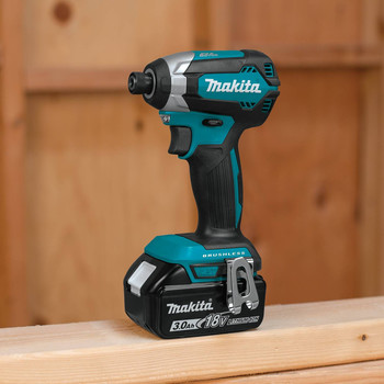 Makita XDT131 18V LXT 3.0 Ah Cordless Lithium-Ion Brushless Impact Driver Kit image number 3