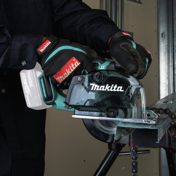 Makita XSC03Z 18V LXT Lithium-Ion Cordless 5-3/8 in. Metal Cutting Saw with Electric Brake and Chip Collector (Tool Only) image number 7