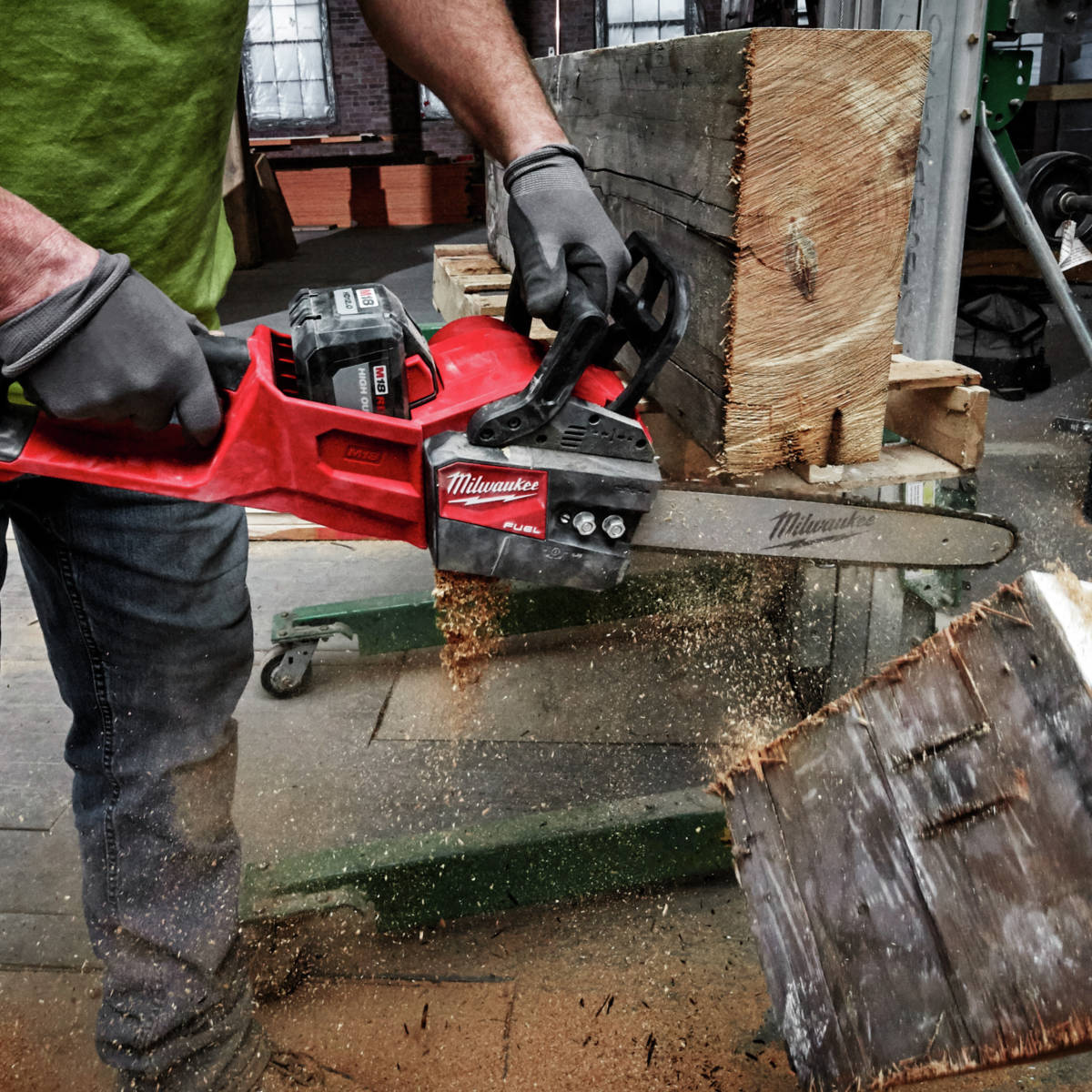 M18 FUEL 16 in. Chainsaw gets up to 150 cuts per charge