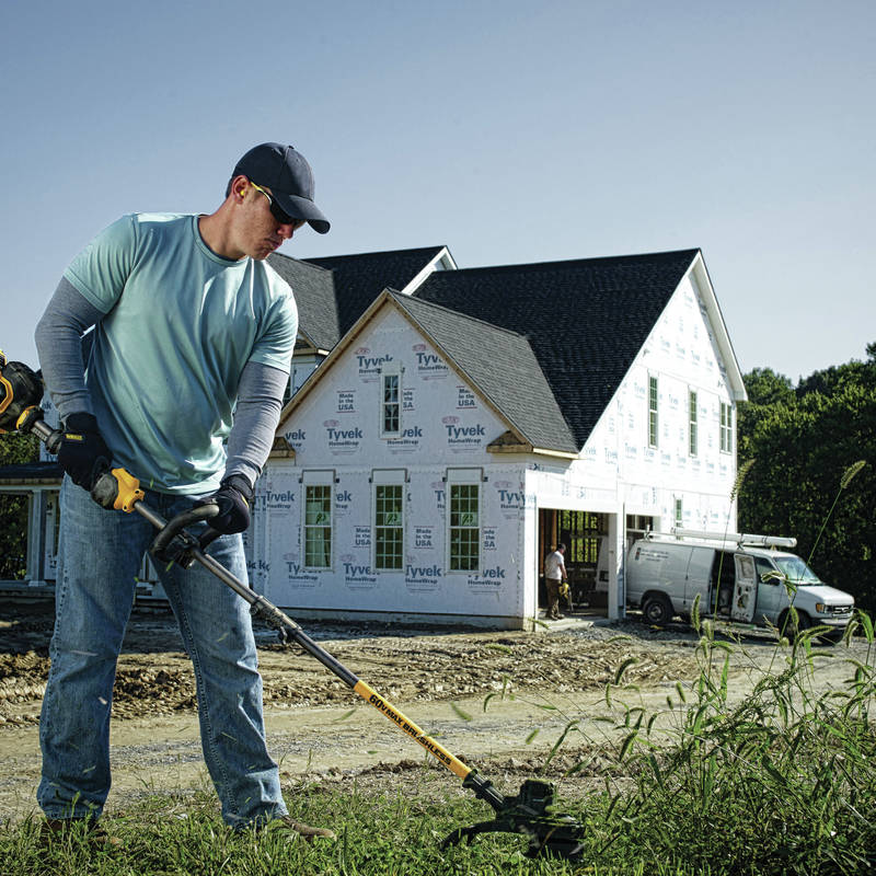 FlexVolt 60V MAX String Trimmer features a lightweight and ergonomic design